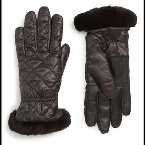 Ugg touch screen compatible Quilted gloves s/m
